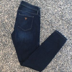 GUESS DARK WASH MID RISE SKINNY JEANS